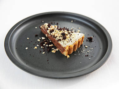 Orange-caramel tart with Piedmontese hazelnuts