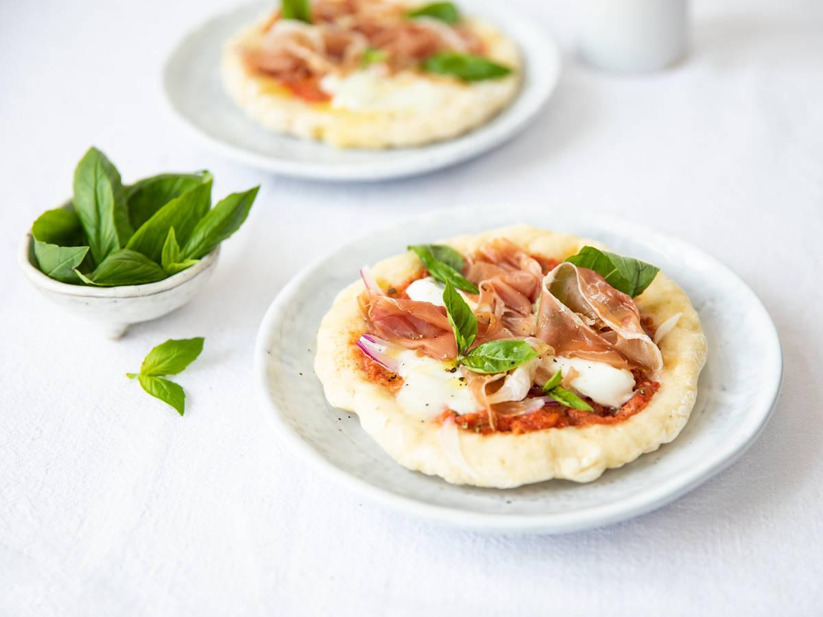 马苏里拉奶酪披萨佐帕尔马火腿