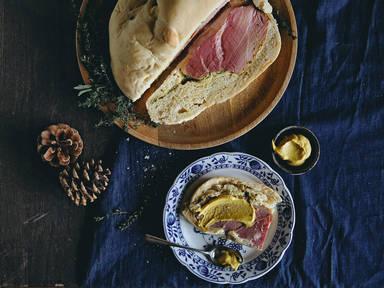 Schinken im Brotteig (Swiss-style ham in bread)
