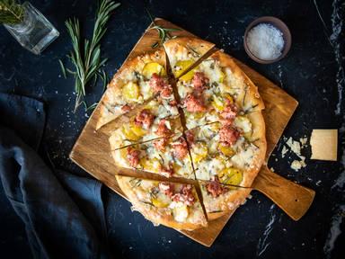 Kartoffel-Rosmarin-Focaccia mit Salciccia