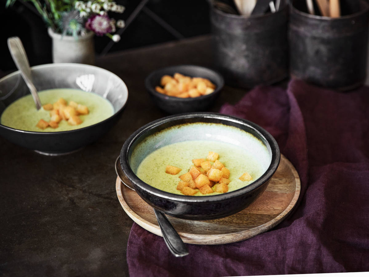 Cream of broccoli soup with crispy garlicky croutons