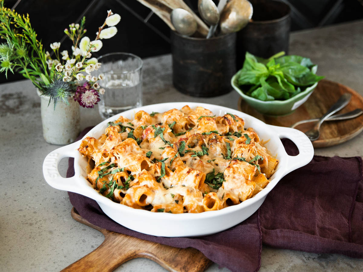 Pesto baked rigatoni with mushrooms