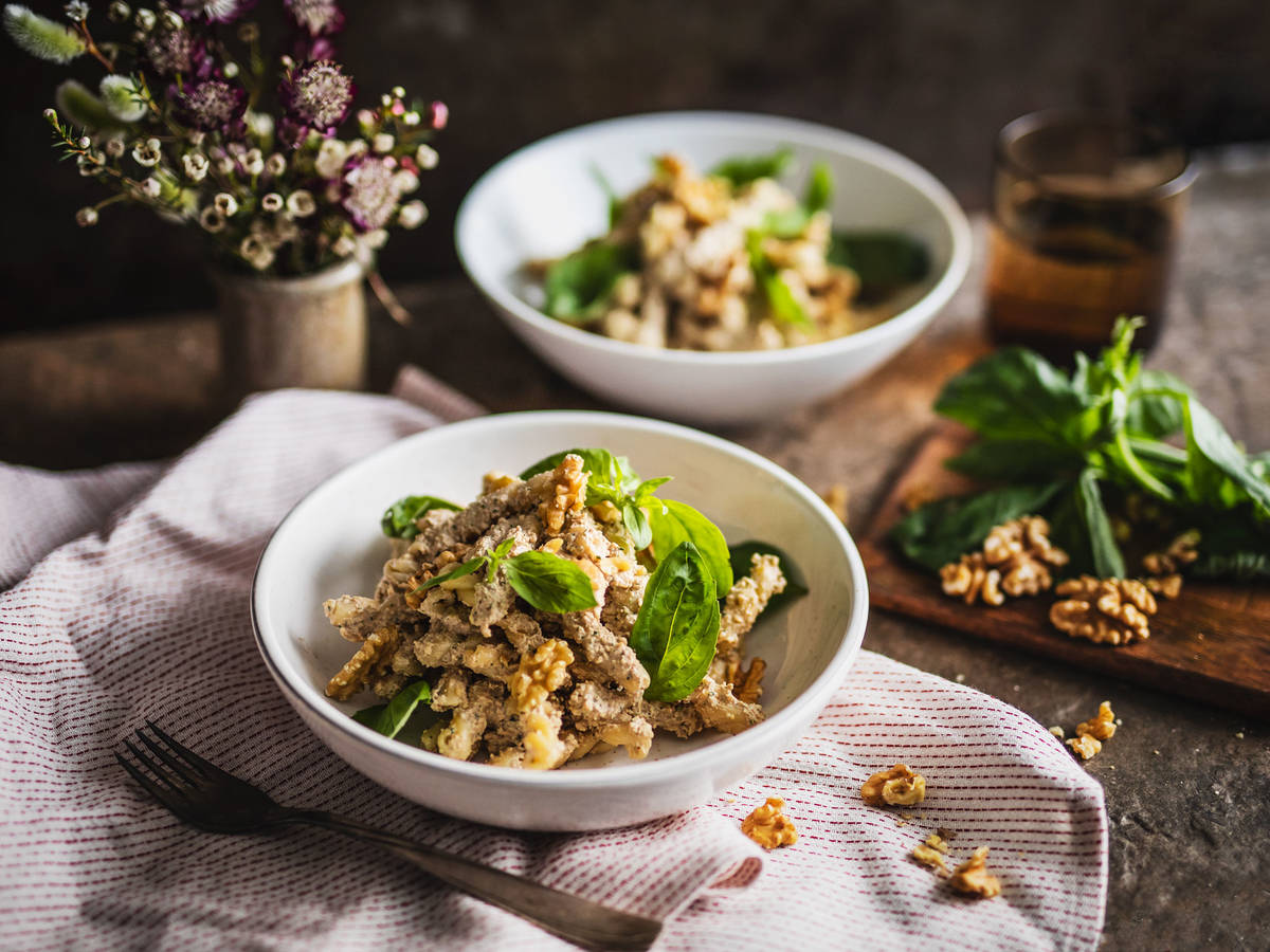 Pasta with walnut-ricotta pesto