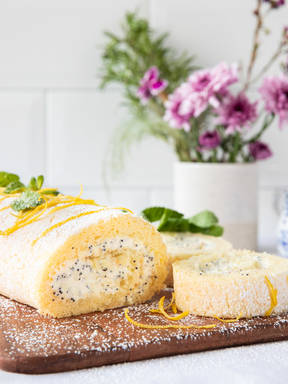 Lemon and poppy seed Swiss roll