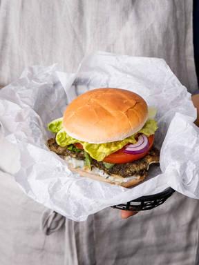 Gegrillter Zatar Hähnchenbrustfilet Burger mit 5 Zutaten