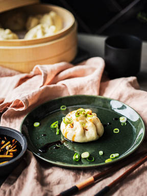 Chinesische Teigtaschen mit Pak-Choi-Füllung