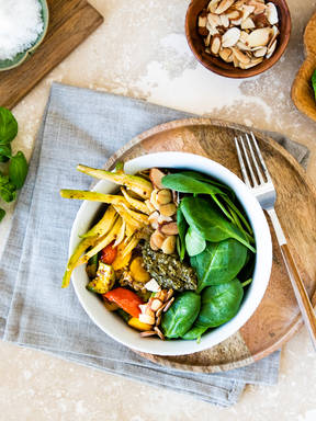 Zucchini-Quinoa-Bowl mit Fenchel und Spinat