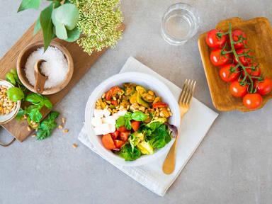 Zucchini-Quinoa-Caprese Bowl