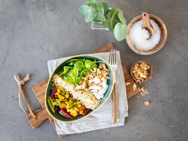 Rote-Bete-Süßkartoffel Bowl mit braunem Reis und Ziegenkäse