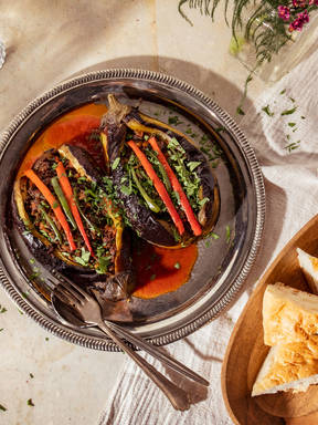 Karniyarik (Turkish ground beef stuffed eggplant)