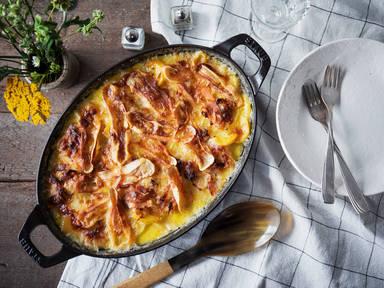 Tartiflette (Französischer Kartoffelauflauf mit Käse und Speck)