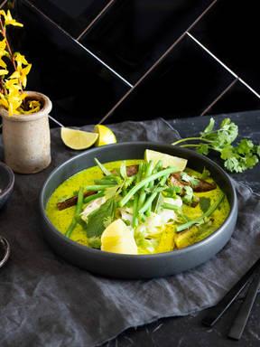 Suppe mit grünen Bohnen und Zitronengras