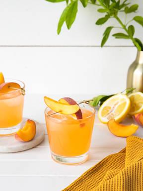 Alkoholfreier Pfirsich-Rosé-Spritzer