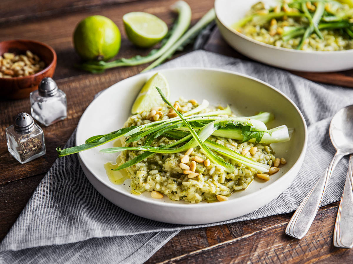 Green risotto with dandelion pesto
