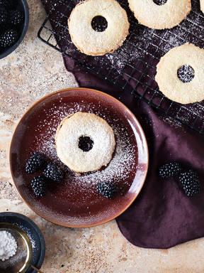 Blackberry-bay leaf jammy dodger cookies