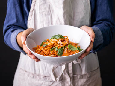 5-ingredient creamy tomato and basil pasta
