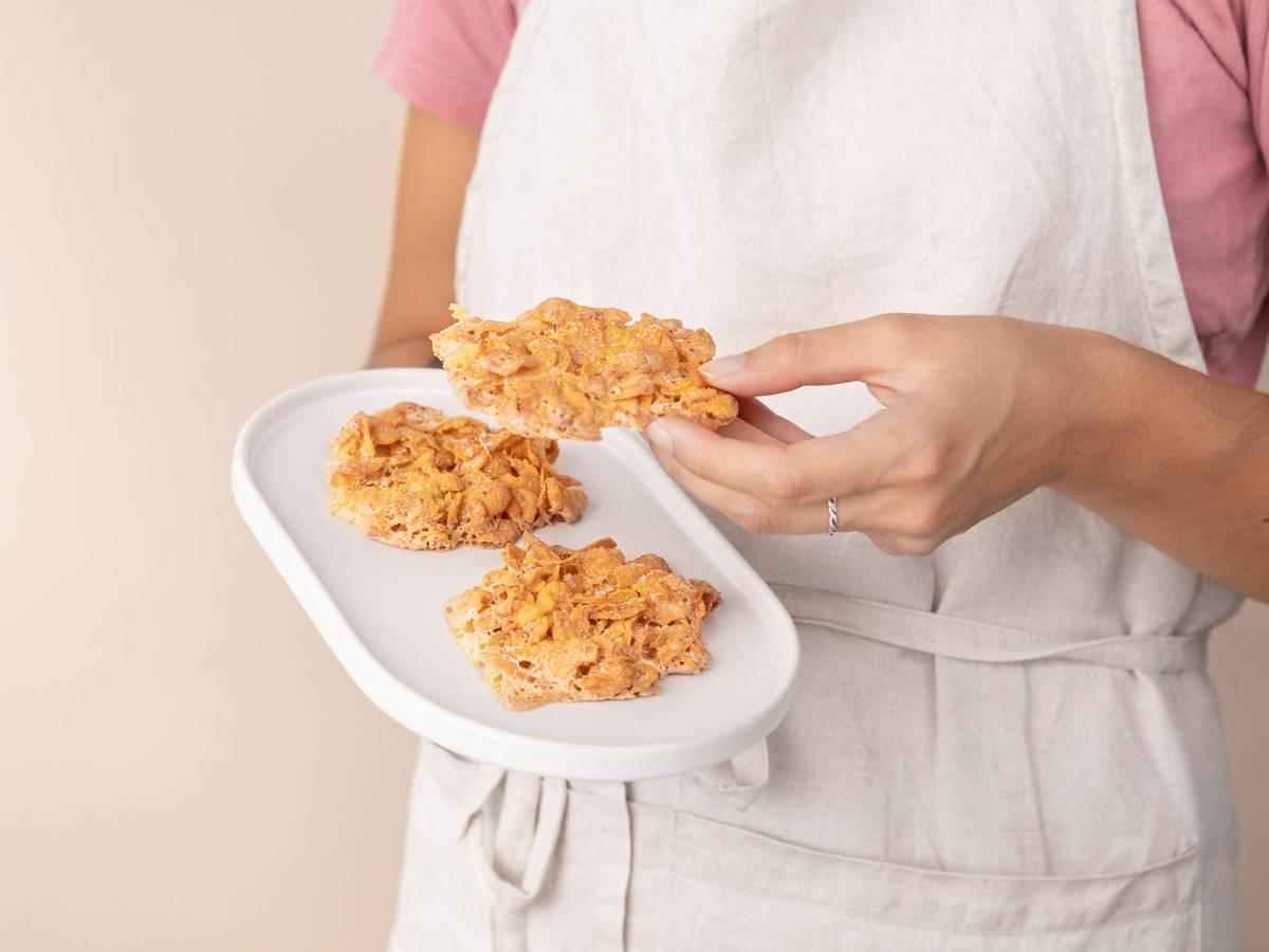 3-ingredient crunchy cornflake cookies