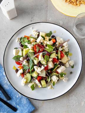 Griechisch inspirierter Salat mit Honigmelone