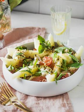 Sommerlicher Melonensalat mit Prosciutto