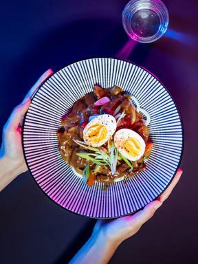 Curry Udon-Nudeln mit Rindfleisch
