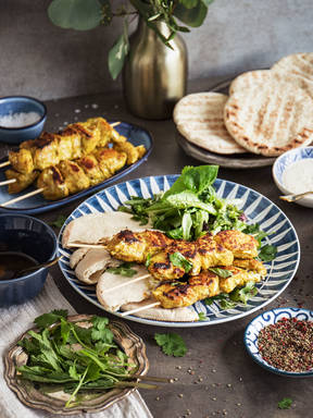 Hähnchen-Kebab-Spieße mit Joghurtdip