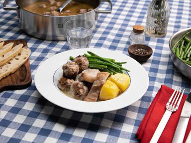 Ragoût de Boulettes (Französisch-kanadische Fleischbällchen in Brühe)