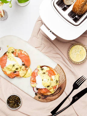 Bagels Benedict with smoked salmon and herby hollandaise