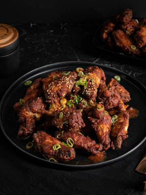 Red chili chicken wings