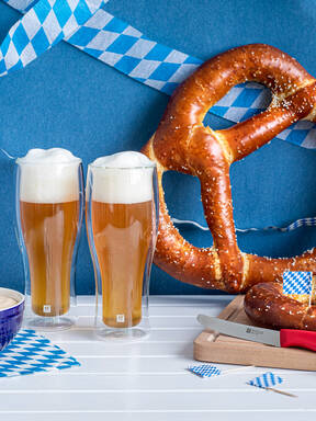 Giant pretzels with beer cheese dipping sauce