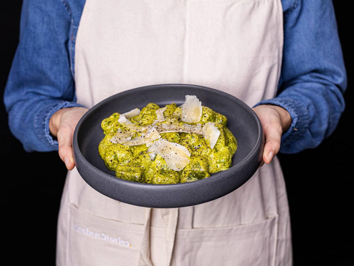 5-ingredient spinach gnocchi with pesto alfredo