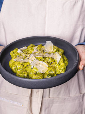 5-ingredient spinach gnocchi with pesto alfredo