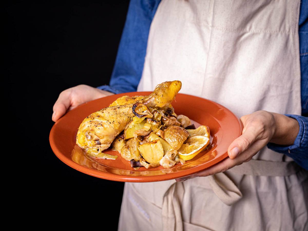 五品烩土豆烤鸡佐韭葱和酸豆黄油