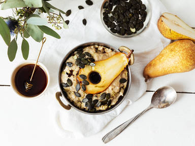 Oatmeal with honey and caramelized pears