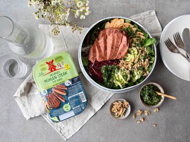 Zoodle-Bowl mit veganem Mühlen Steak