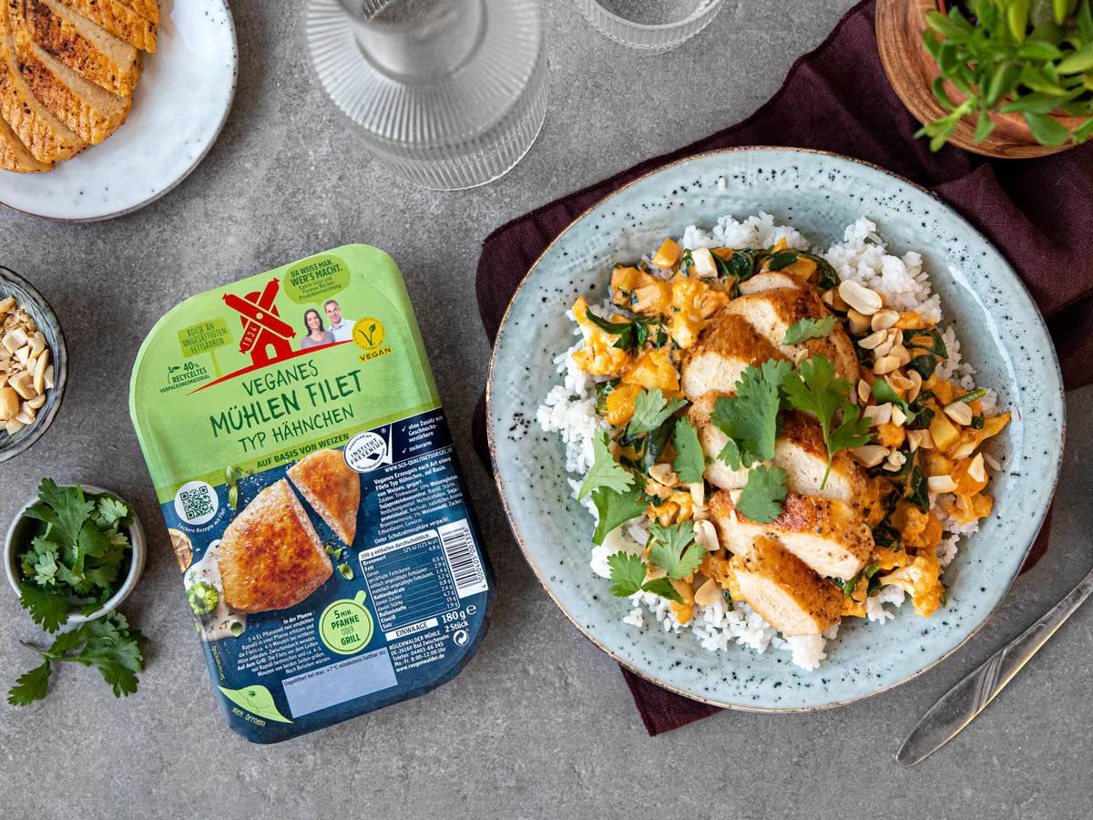 Erdnusscurry mit veganen Mühlen Filets und Reis