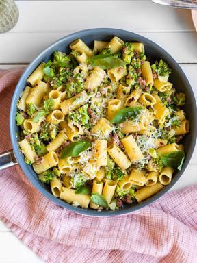 Pasta mit Brokkoli und Salsiccia