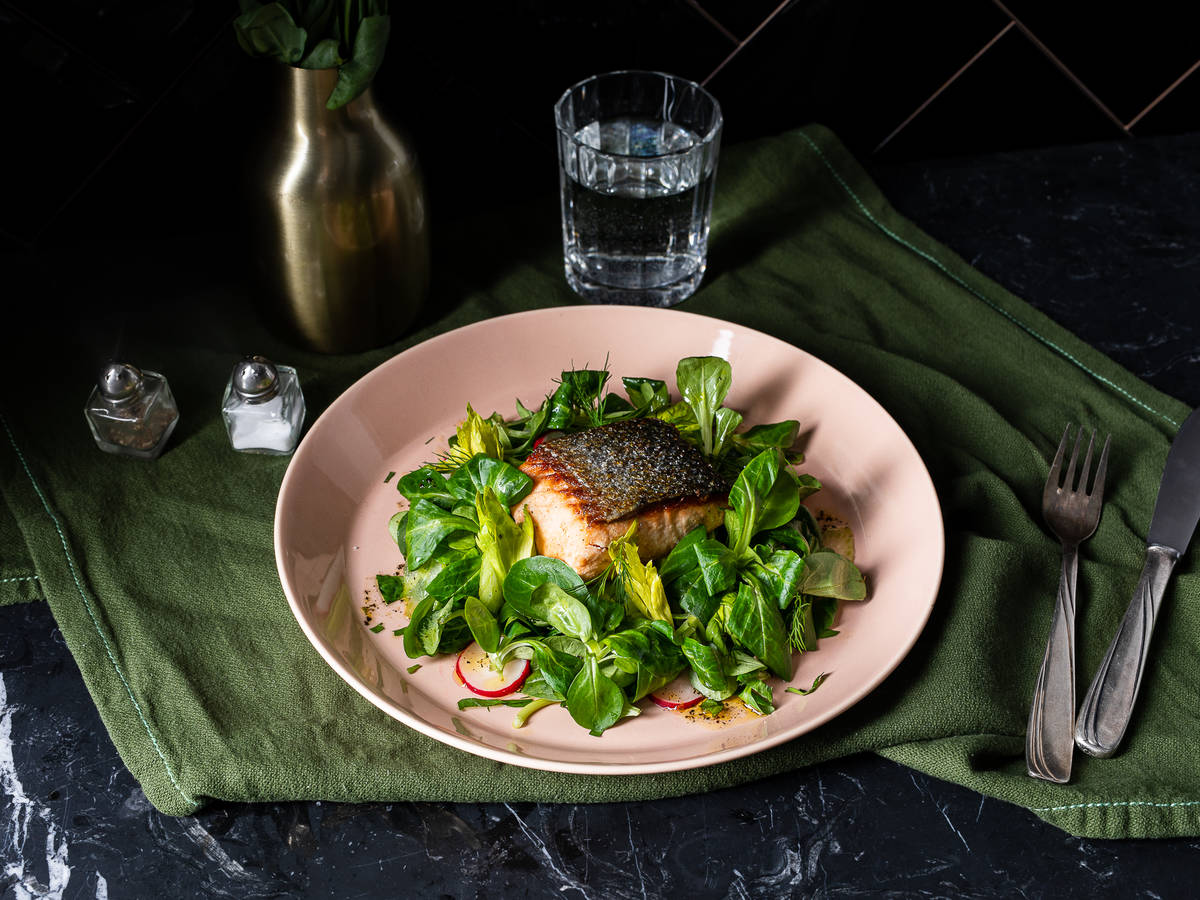 Pan fried salmon filets with lamb's lettuce