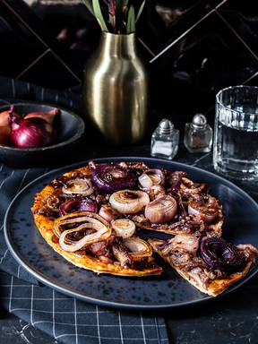 Caramelized onion tarte tatin