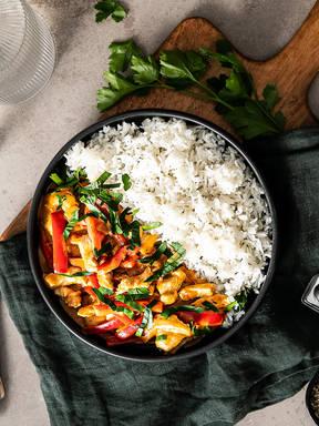 Puten-Rahm-Geschnetzeltes mit Paprika und Reis