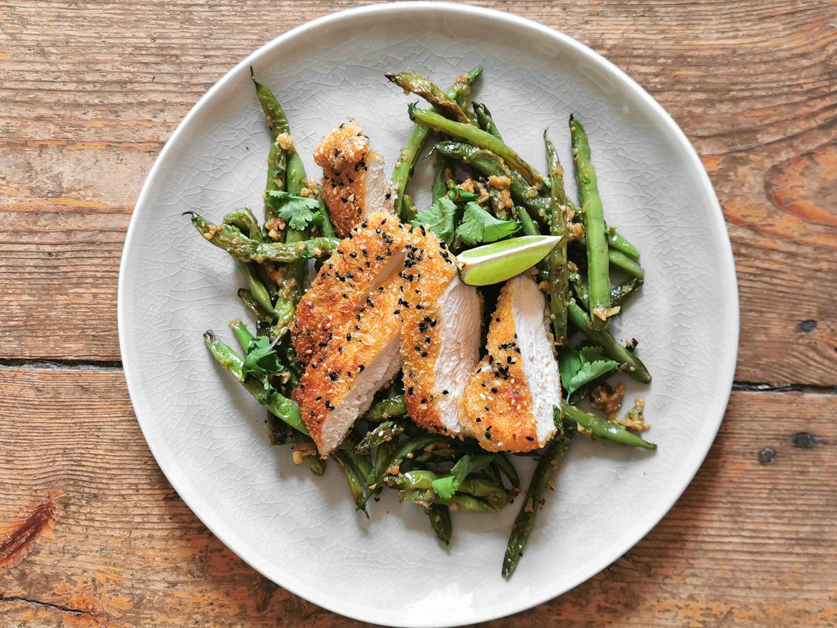 Seeded chicken schnitzel with green beans