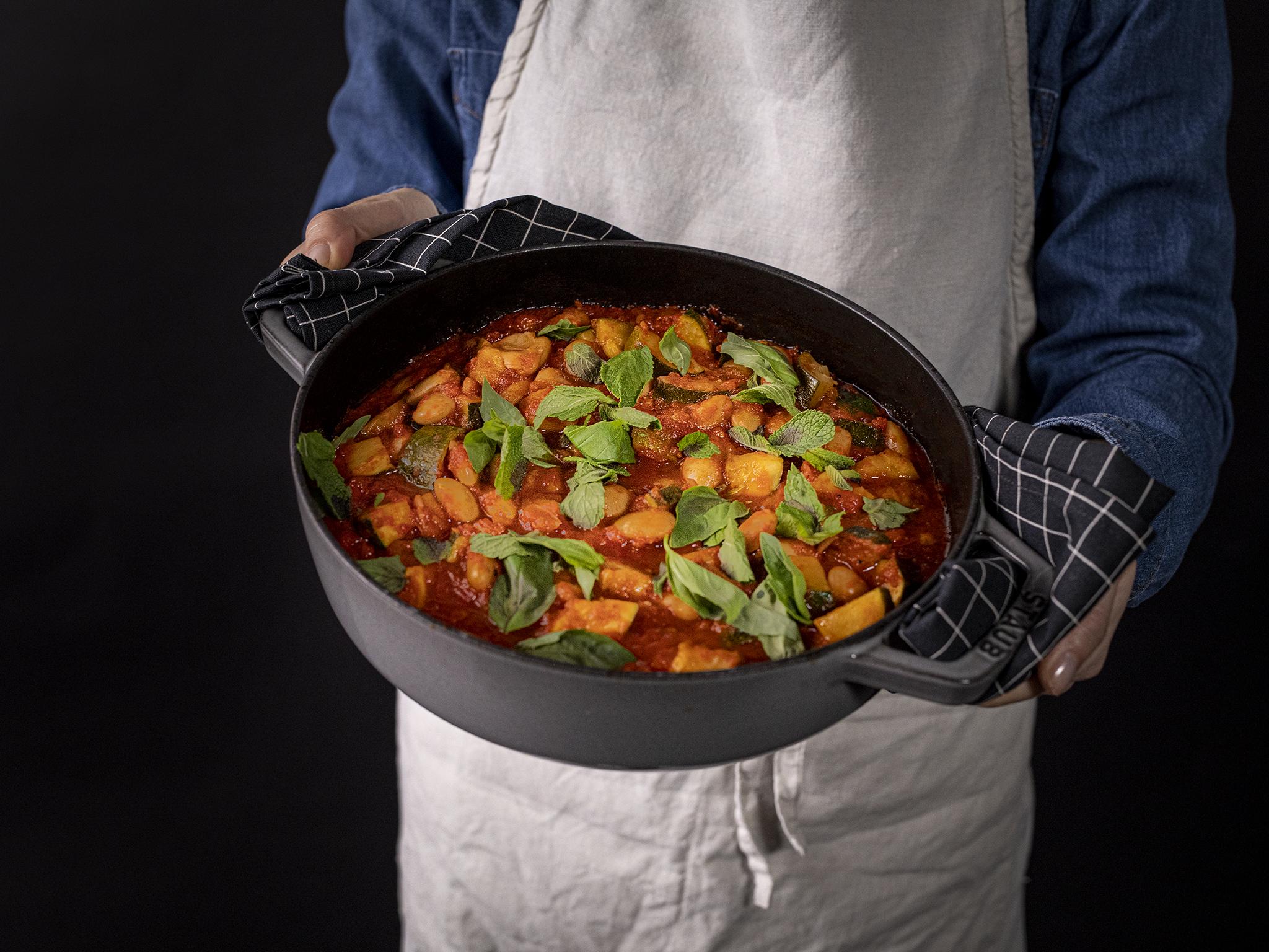 9 ingredient stewed white beans and zucchini