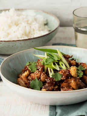 Sesame chicken with nuts and dried fruit