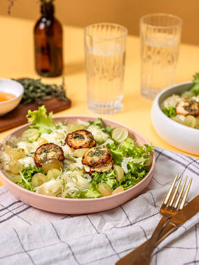 Fennel salad with grapes and goat cheese