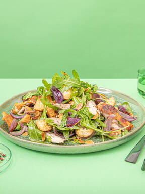 Arugula salad with roasted chicken and nutty croutons