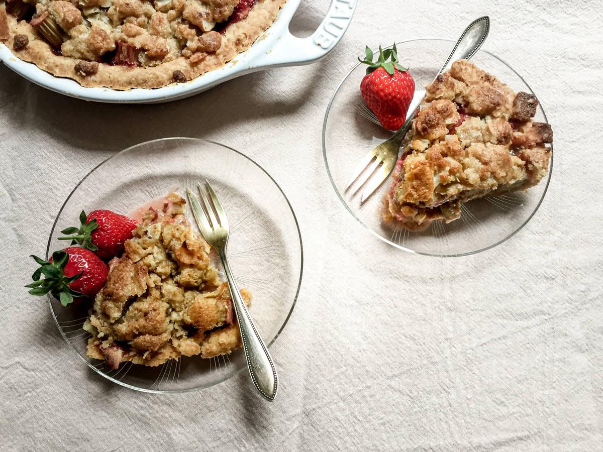 Erdbeer-Rhabarber-Kuchen mit Mürbeteig