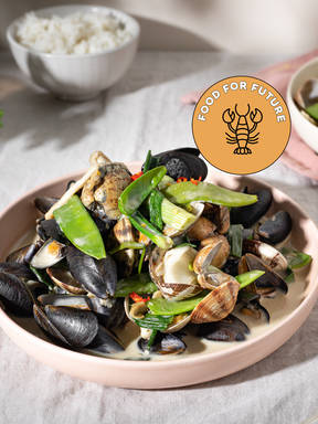 Green curry with shellfish