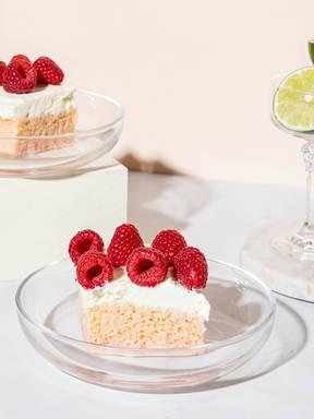 Tres Leches Kuchen mit Himbeercreme
