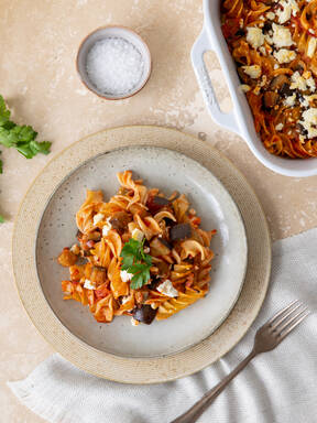 Spicy harissa and eggplant pasta bake