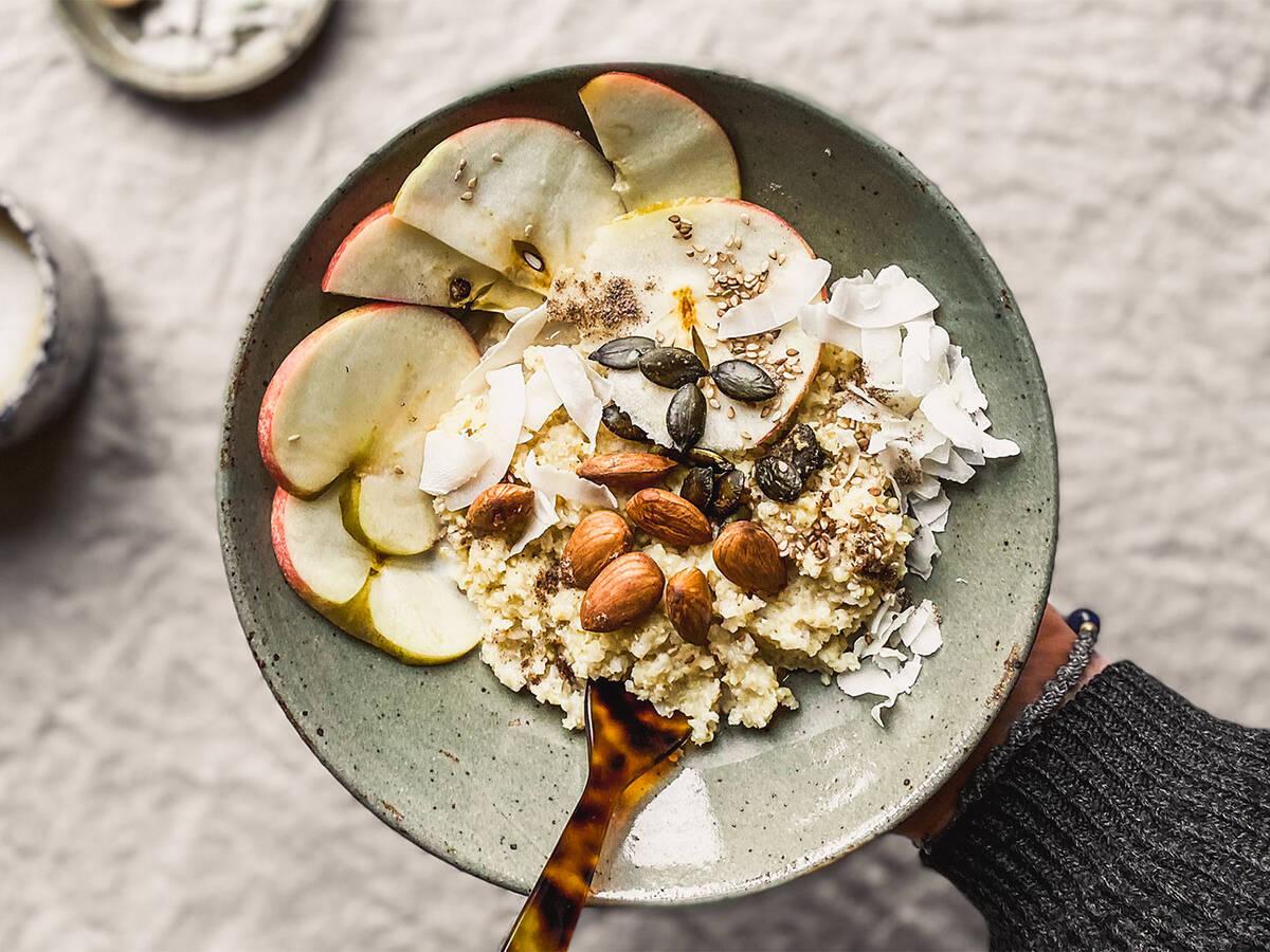 Warmer Hirsebrei mit Kokosmilch und Äpfeln mit dem Cookit