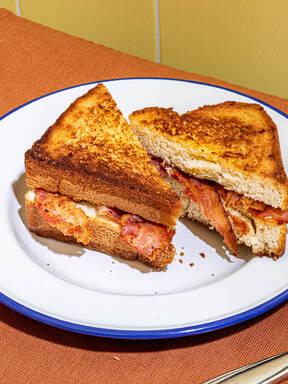 Easiest bacon sandwich
